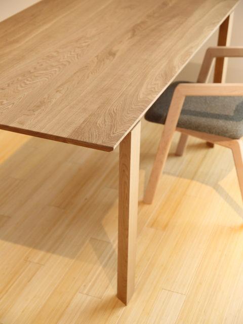 新しいテーブル入荷